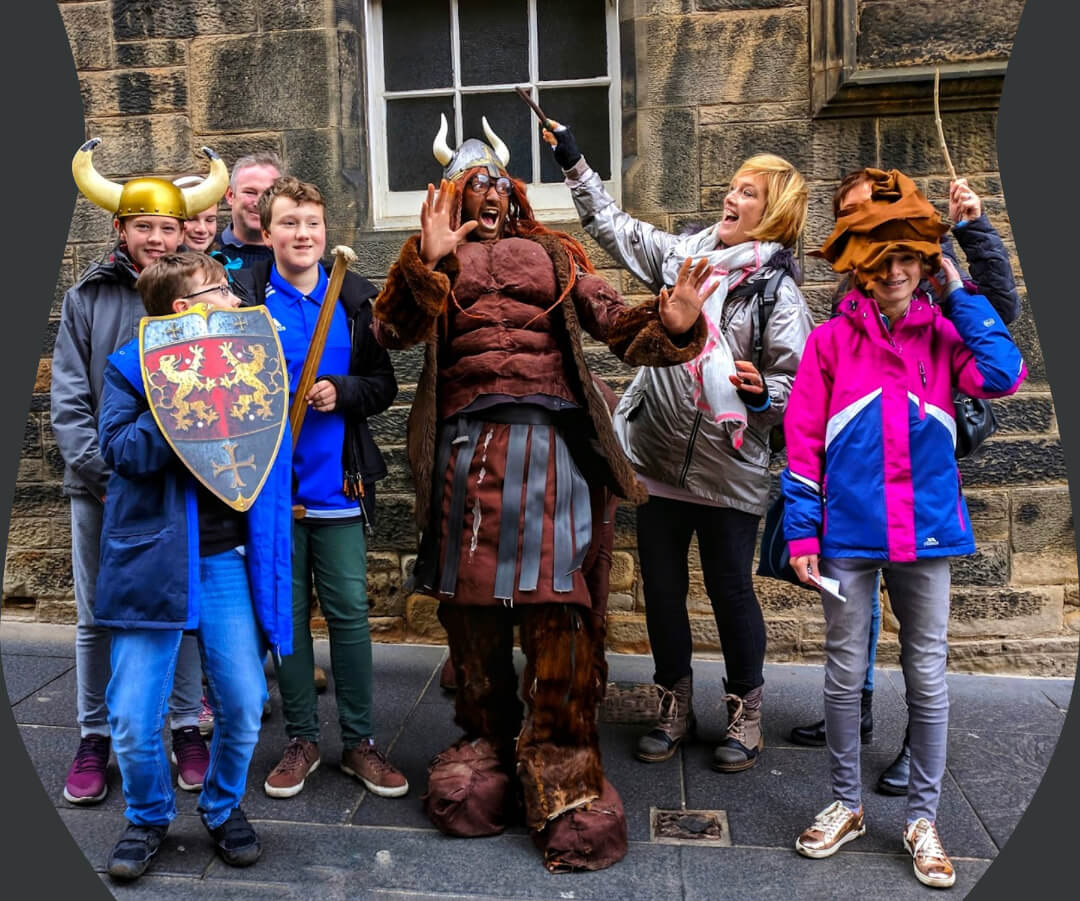 Firenze, Harry Potter's divination teacher poses for a photo for my walking tour on Edinburgh's Royal Mile